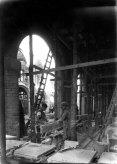 Vista parcial de la nau lateral de l'església nova del santuari del Collell, amb els dos fill Joan i Sadurní en primer terme, 1930 (ACGAX, Fons Sadurní Brunet Pi. Autor: Sadurní Brunet)