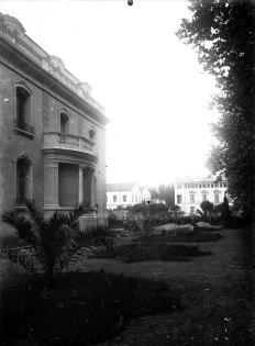Enjardinament de la casa Juncosa, c. 1920 (ACGAX. Fons Sadurní Brunet Pi. Autor: Sadurní Brunet)