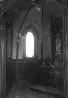 Vista parcial de l'oratori de la casa Caminals o torre de can Gou, 1916 (ACGAX. Fons Sadurní Brunet Pi. Autor: Sadurní Brunet)