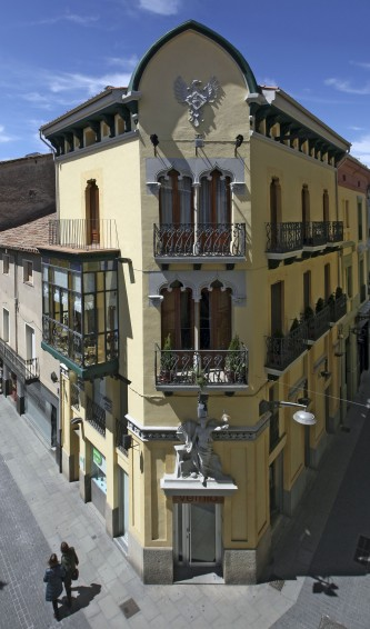 Vista frontal del xamfrà de la casa Gassiot, 2012 (ACGAX. Col·lecció d'imatges de l'ACGAX. Autor: Pep Sau)