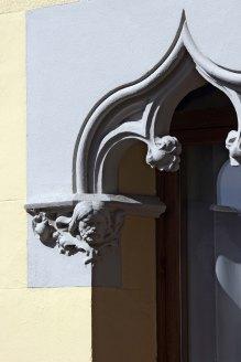 Vista de detall de la façana de la casa Gassiot, 2012 (ACGAX. Col·lecció d'imatges de l'ACGAX. Autor: Pep Sau)
