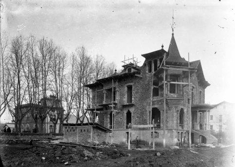 Casa Pons i Tusquets, en procés de construcció, 1917 (ACGAX. Fons Sadurní Brunet Pi. Autor: Sadurní Brunet)