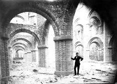 Vista parcial de l'interior de l'església nova del santuari del Collell, a Sant Ferriol, 1929 (ACGAX, Fons Sadurní Brunet Pi. Autor: Sadurní Brunet)