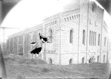Vista lateral de l'església nova del santuari del Collell, en procés de construcció, 1929 (ACGAX, Fons Sadurní Brunet Pi. Autor: Sadurní Brunet)