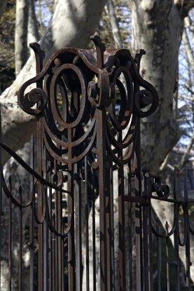 Detall de la barana del jardí de la casa Pons i Tusquets, a Olot, 2012 (ACGAX. Col·lecció d'imatges de l'ACGAX. Autor: Pep Sau)