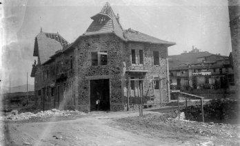 Casa Pagès en procés de construcció, 1928 (ACGAX. Fons Sadurní Brunet Pi. Foto Sadurní Brunet)