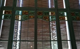 Vista parcial de la decoració de l'interior de la casa Riera, 2018 (Foto: David Santaeulària)