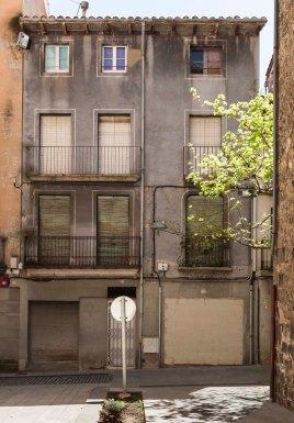 Vista frontal de la casa del carrer de la Proa 10-12, 2018 (ACGAX. Col·lecció d'imatges de l'ACGAX. Autor Quim Roca)