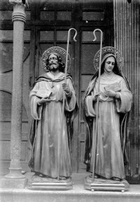 Figures de sant Julià i santa Basilissa per a l'altar major de l'església de Fortià, 1949 (ACGAX. Fons Sadurní Brunet Pi. Autor: Sadurní Brunet)