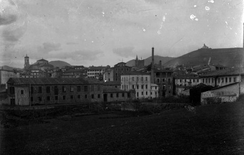 Vista d'Olot amb Ca l'Artigas en primer terme, c.1917 (ACGAX. Fons Sadurní Brunet Pi. Autor: Sadurní Brunet)