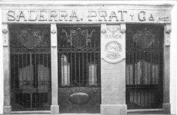 Vista general de la banca Saderra, Prat y Compañía, a Olot, 1916 (ACGAX. Fons: Col·lecció d'imatges de Josep M Dou i Camps. Autor: Sadurní Brunet)