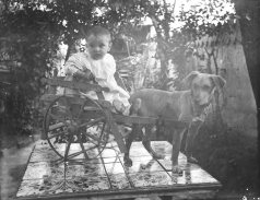 Retrat d'una nena, c. 1925 (ACGAX. Fons Sadurní Brunet Pi. Autor: Sadurní Brunet)