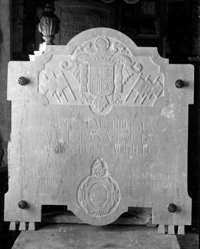 Placa commemorativa franquista, a Santa Pau, 1939 (ACGAX. Fons Sadurní Brunet Pi. Autor: Sadurní Brunet)