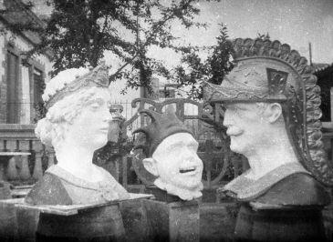 Vista general dels caps dels gegants de Calella, 1935 (ACGAX. Fons Sadurní Brunet Pi. Autor: Sadurní Brunet)
