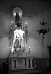 Vista frontal de l'altar major de l'església de Santa Eulàlia, a Begudà, 1947 (ACGAX. Fons Sadurní Brunet Pi. Autor: Sadurní Brunet)