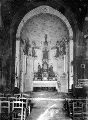 Vista parcial de l'interior de l'església de Santa Eulàlia de Begudà, a Sant Joan les Fonts, 1919 (ACGAX. Fons Sadurní Brunet Pi. Autor: Sadurní Brunet)