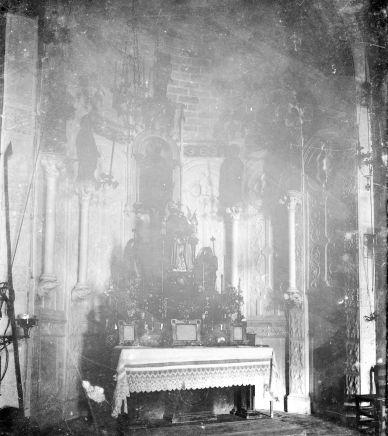 Vista frontal de l'altar major de l'església de Santa Eulàlia, a Begudà, 1919 (ACGAX. Fons Sadurní Brunet Pi. Autor: Sadurní Brunet)