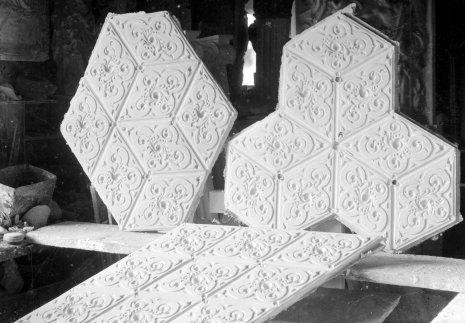 Elements decoratius per a l'altar del Sant Crist de l'església de Sant Martí, a Jafre, 1946 (ACGAX. Fons Sadurní Brunet Pi. Autor: Sadurní Brunet)