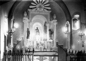 Vista frontal de l'altar de la Mare de Déu de Gràcia del santuari de la Fontsanta, a Jafre, 1945 (ACGAX. Fons Sadurní Brunet Pi. Autor: Sadurní Brunet)