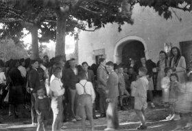 Inauguració de les reformes del santuari de la Fontsanta, a Jafre, 1945 (ACGAX. Fons Sadurní Brunet Pi. Autor: Sadurní Brunet)