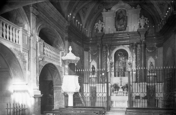 Vista parcial de l'interior de l'església de Sant Vicenç, a Llançà, 1941 (ACGAX. Fons Sadurní Brunet Pi. Autor: Sadurní Brunet)