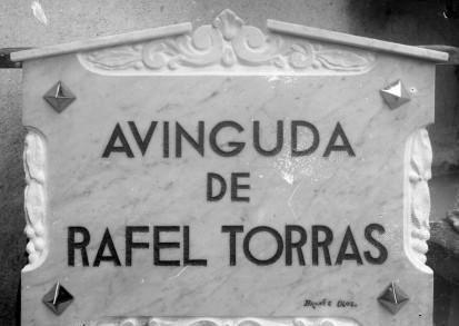 Placa de l'avinguda de Rafel Torras, a Sant Joan les Fonts, entre els anys 1931 i 1936 (ACGAX. Fons Sadurní Brunet Pi. Autor: Sadurní Brunet)