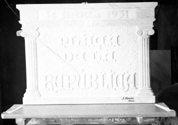 Placa de la plaça de la República, 1931 (ACGAX. Fons Sadurní Brunet Pi. Autor: Sadurní Brunet)