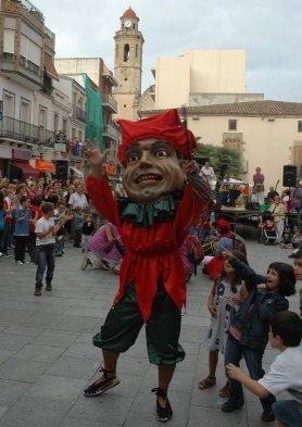 En Mastegamosques a la plaça de l'Ajuntament de Calella, 2010 (foto http://gegantscalella.blog.cat/figures/)