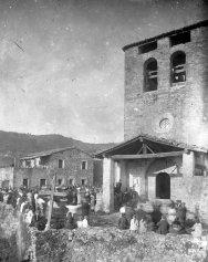 Vista general de la festa de celebració de la benedicció de l'altar major de Santa Eulàlia, a Begudà, 1919 (ACGAX. Fons Sadurní Brunet Pi. Autor: Sadurní Brunet)