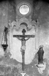 Vista frontal de l'altar del Calvari de l'església de Sant Martí, a Jafre, 1946 (ACGAX. Fons Sadurní Brunet Pi. Autor: Sadurní Brunet)