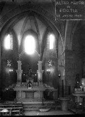 Vista frontal de l'altar major de l'església de Sant Julià, a Fortià, 1948 (ACGAX. Fons Sadurní Brunet Pi. Autor: Sadurní Brunet)