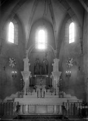Vista frontal de l'altar major de l'església de Sant Julià, a Fortià, 1949 (ACGAX. Fons Sadurní Brunet Pi. Autor: Sadurní Brunet)