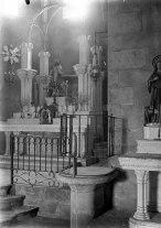 Vista lateral de l'altar major de l'església de Sant Julià, a Fortià, 1948 (ACGAX. Fons Sadurní Brunet Pi. Autor: Sadurní Brunet)