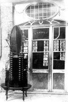 Moble dissenyat per Sadurní Brunet per a la casa Hostench, c.1916 (ACGAX. Fons Sadurní Brunet Pi. Autor: Sadurní Brunet)