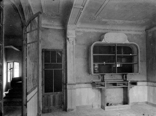 Vista parcial de l'interior de ca Sorribes en procés de reformes, a Sant Jaume de Llierca, 1917 (ACGAX. Fons Sadurní Brunet Pi. Autor: Sadurní Brunet)