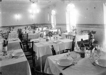 Vista parcial del menjador de l'Hotel del Parc, 1918 (ACGAX. Fons Sadurní Brunet Pi. Foto: Sadurní Brunet)