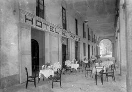 Vista general de la terrassa de l'Hotel del Parc, a Olot, 1918 (ACGAX. Fons Sadurní Brunet Pi. Foto: Sadurní Brunet)