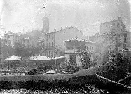 Vista general del jardí de la façana posterior de la casa Hostench, 1918 (ACGAX. Fons Sadurní Brunet Pi. Autor: Sadurní Brunet)