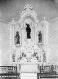 Vista frontal de l'altar major de l'església de Sant Jaume de Llierca, 1949 (ACGAX. Fons Sadurní Brunet Pi. Autor: Sadurní Brunet)