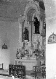 Vista lateral de l'altar major de l'església de Sant Jaume de Llierca, 1949 (ACGAX. Fons Sadurní Brunet Pi. Autor: Sadurní Brunet)