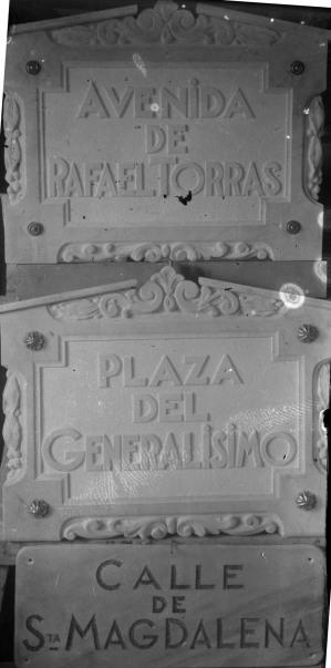Plaques de carrers de Sant Joan les Fonts durant la dictadura franquista, entre els anys 1939 i 1950 (ACGAX. Fons Sadurní Brunet Pi. Autor: Sadurní Brunet)