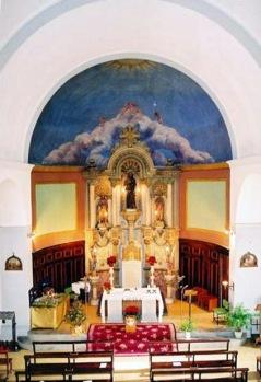 Vista zenital de l'altar major de l'església de Sant Jaume de Llierca (Foto: www.santjaumedellierca.cat)