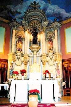 Vista frontal de l'altar major de l'església de Sant Jaume de Llierca (Foto: www.santjaumedellierca.cat)