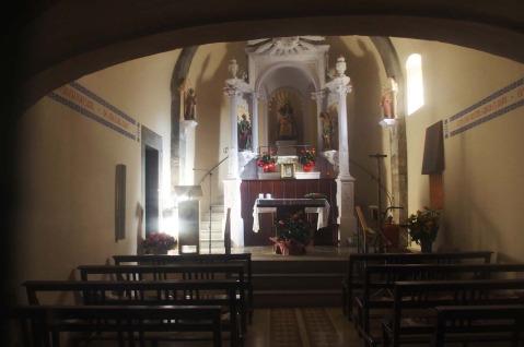 Vista parcial de l'interior del santuari de la Fontsanta, a Jafre, 2016 (Foto: www.catalunyamedieval.es. Autor: Ricard Balló)