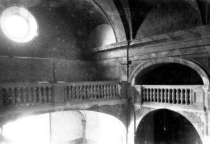 Vista de detall de la reforma de les baranes de l'església de Sant Vicenç, a Llançà, 1941 (ACGAX. Fons Sadurní Brunet Pi. Autor: Sadurní Brunet)