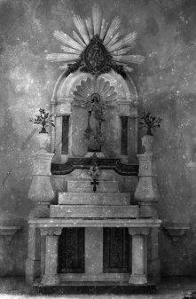 Vista frontal de l'altar de la Puríssima de l'església de Sant Maurici, a Sant Mori, 1946 (ACGAX. Fons Sadurní Brunet Pi. Autor: Sadurní Brunet)
