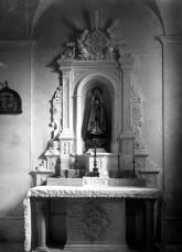 Vista frontal de l'altar de la Puríssima de l'església de Sant Jaume de Llierca, 1949 (ACGAX. Fons Sadurní Brunet Pi. Autor Sadurní Brunet)