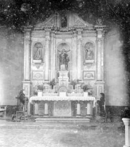 Vista frontal de l'altar major de l'església de Sant Feliu, a Vilajuïga, 1941 (ACGAX. Fons Sadurní Brunet Pi. Autor Sadurní Brunet)