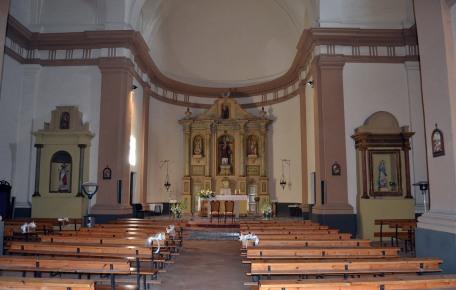 Vista frontal de l'altar major de l'església de Sant Feliu, a Vilajuïga, 2012 (Foto: www.cataloniawelcome.com)