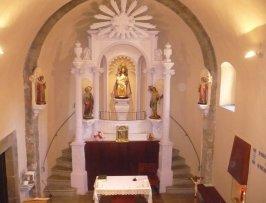 Vista frontal de l'altar de la Fontsanta, a Jafre, 2011 (Foto: www.elpuntavui.cat Autor: Albert Vilar)